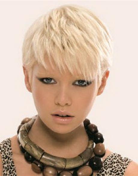free cheveux court blond raides coiffure court blond raides coupe au carr courte  avec mche with coupe de cheveux femme court avec meches