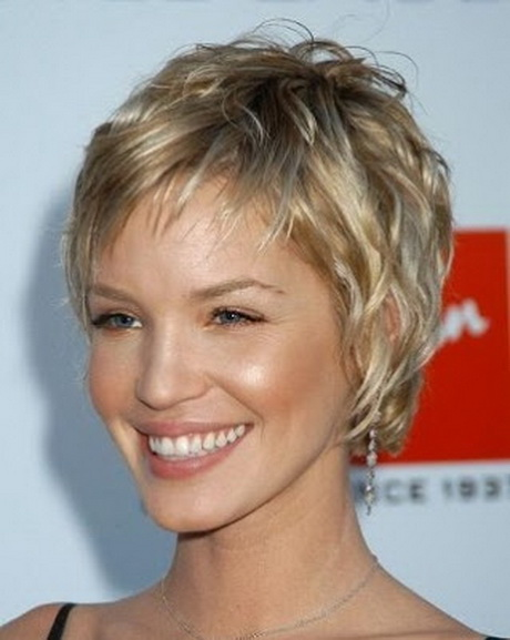 Coupe femme cheveux courts 2014