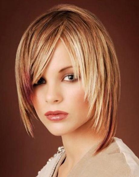 Model coupe de cheveux mi long