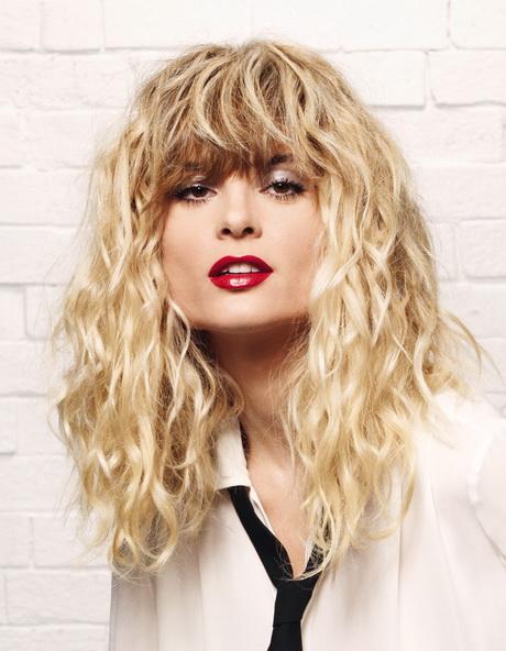 Permanente sur cheveux long blond