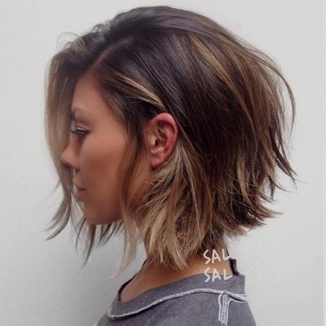 Image de coupe de cheveux mi court