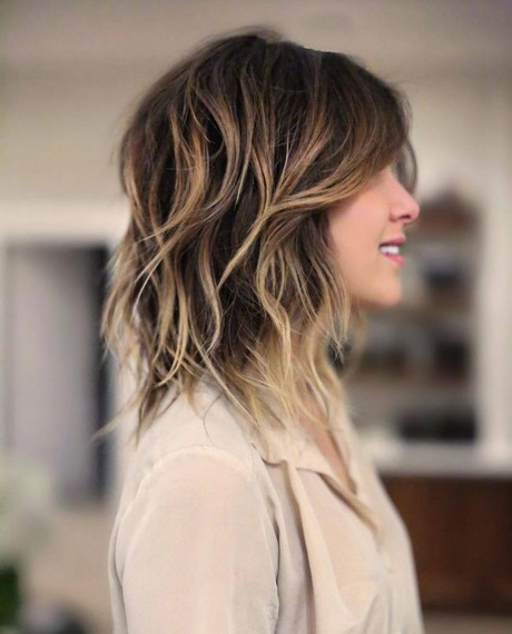 Coiffure tendance 2018 cheveux mi long - Idee coiffure femme ...
