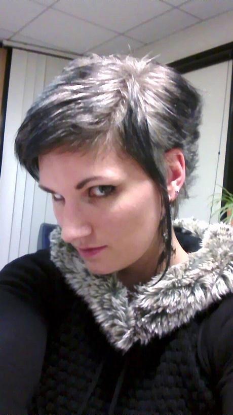 Coupe courte pour cheveux blancs