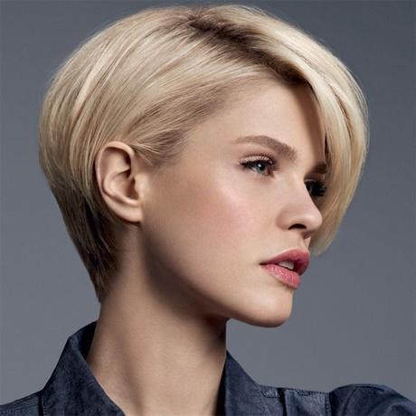 Coupe de cheveux courte pour visage ovale