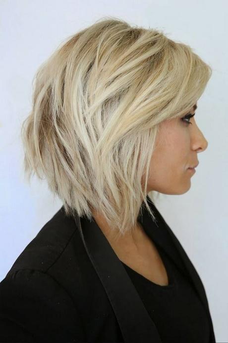 Coupe de cheveux mi long avec volume