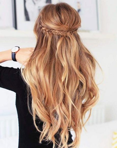 Chignon décoiffé cheveux mi long