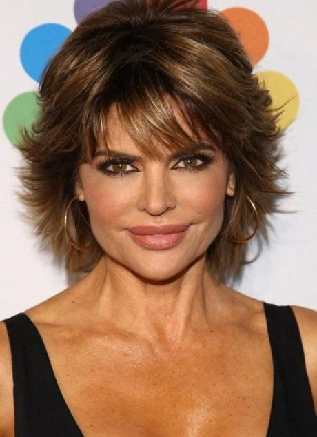 Modèle de coupe de cheveux pour femme de 50 ans