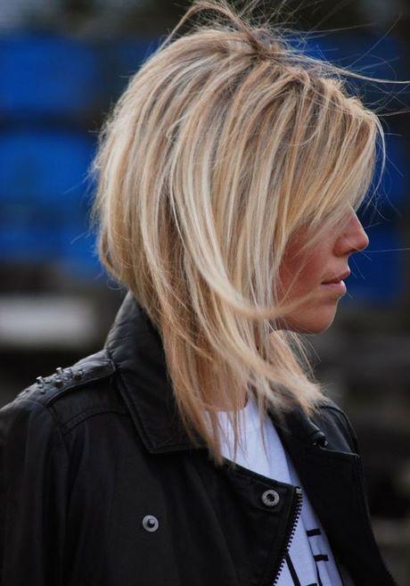 Carré long plongeant blond