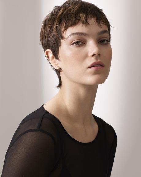 Coupe courte pour visage carré femme