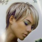Coupe courte blonde