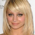 Coupe de cheveux blond mi long