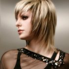 Model de coupe de cheveux mi long femme
