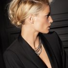 Coiffure banane cheveux courts