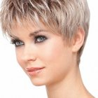 Coiffure dame cheveux courts
