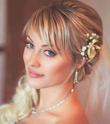 Coiffure mariage petite fille cheveux court