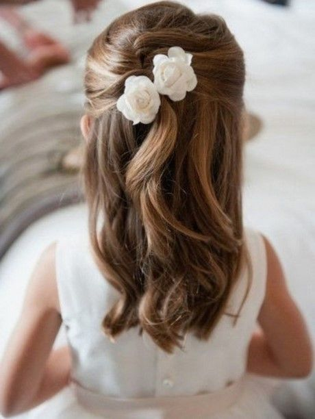 Coiffure petite fille mariage simple