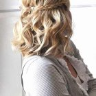 Coiffure simple cheveux mi long attaché