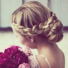 Photo de chignon avec tresse