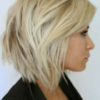 Coupe cheveux mi long blond femme