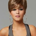 Coupe courte femme chatain clair