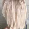 Coupe de cheveux mi long femme blonde