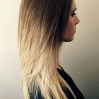 Tie and dye blond cheveux long