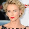 Charlize theron cheveux courts