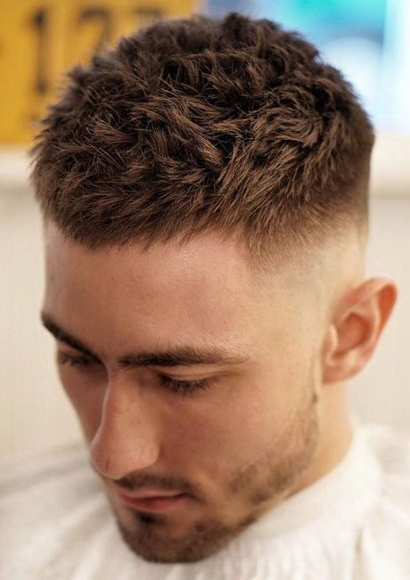 Cheveux court coupe homme