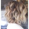 Coiffure wavy cheveux courts